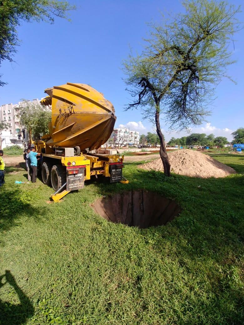 Tree spade transplanting trees in Sabarmati area
